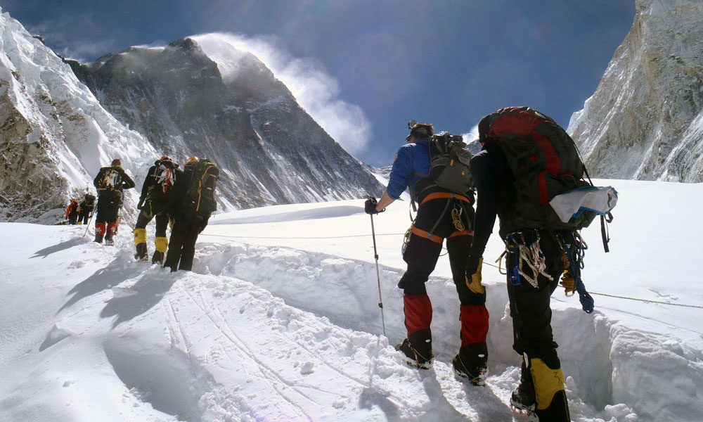 how long does it take to climb mt everest