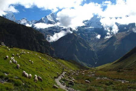 How long is the Annapurna Circuit trek