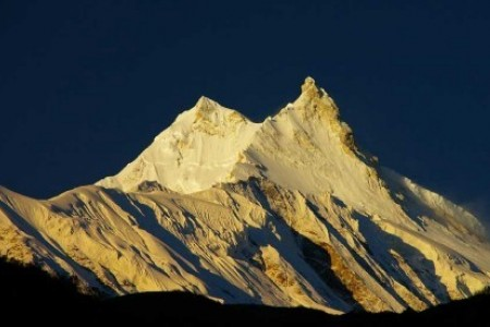 manaslu circuit trek 16 days itinerary